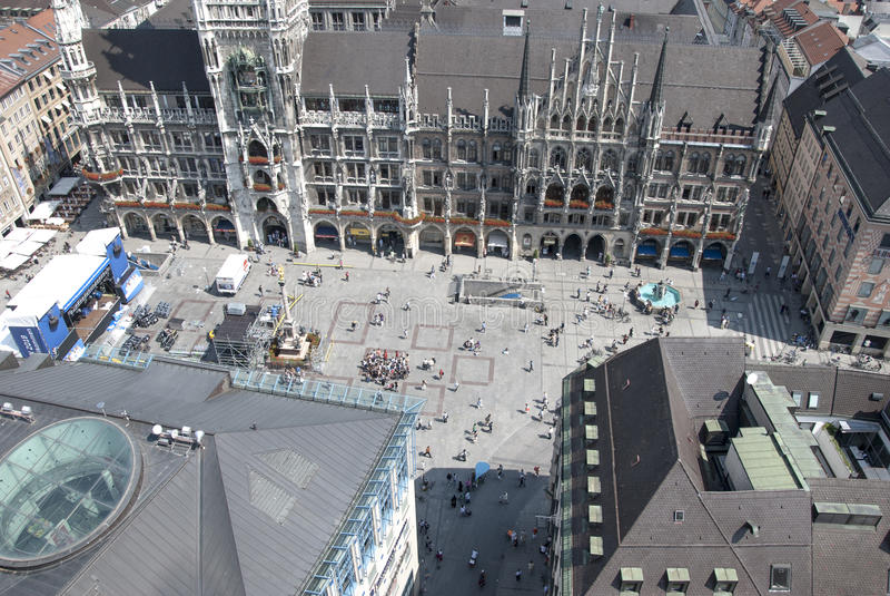 Munich, Alemania 8 de julio: Muchedumbre de Marienplatz del top en Munic imagen de archivo libre de regalías