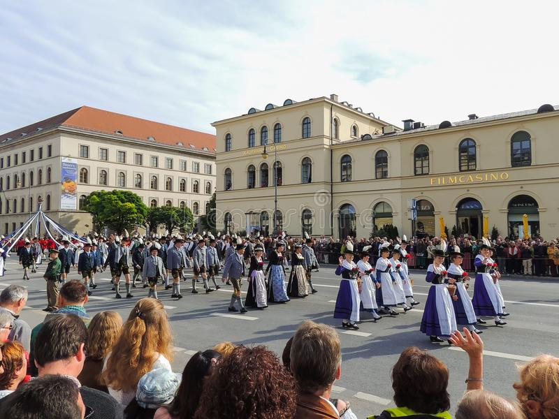 Munich, Alemania - 22 de septiembre de 2013 Oktoberfest, desfile señoras imagenes de archivo