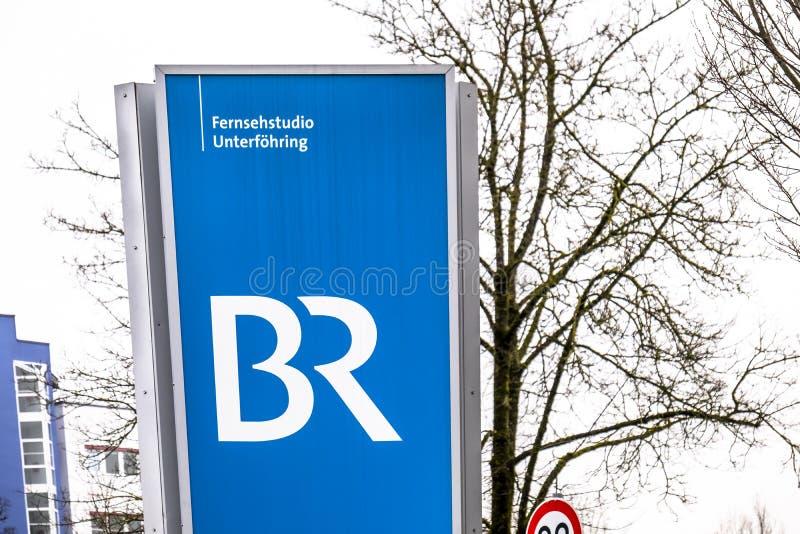 Munich, Allemagne - 16 février 2018 : Le Bayerische Rundfunk annonce d'Unterfoehrung par Munich images libres de droits