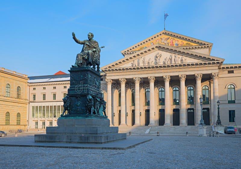 MUNICH, BAVARIA/Allemagne - 28 février 2018 : Opéra national de Bavière à la place Max-Joseph à Munich photos stock