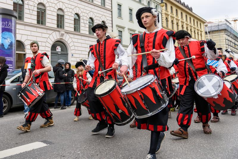 MUNICH, BAVARIA, GERMANY - MARCH 13, 2016: drummers group of Ka. Ufbeuren in Middle Ages clothing at the St. Patrick`s Day Parade royalty free stock photos