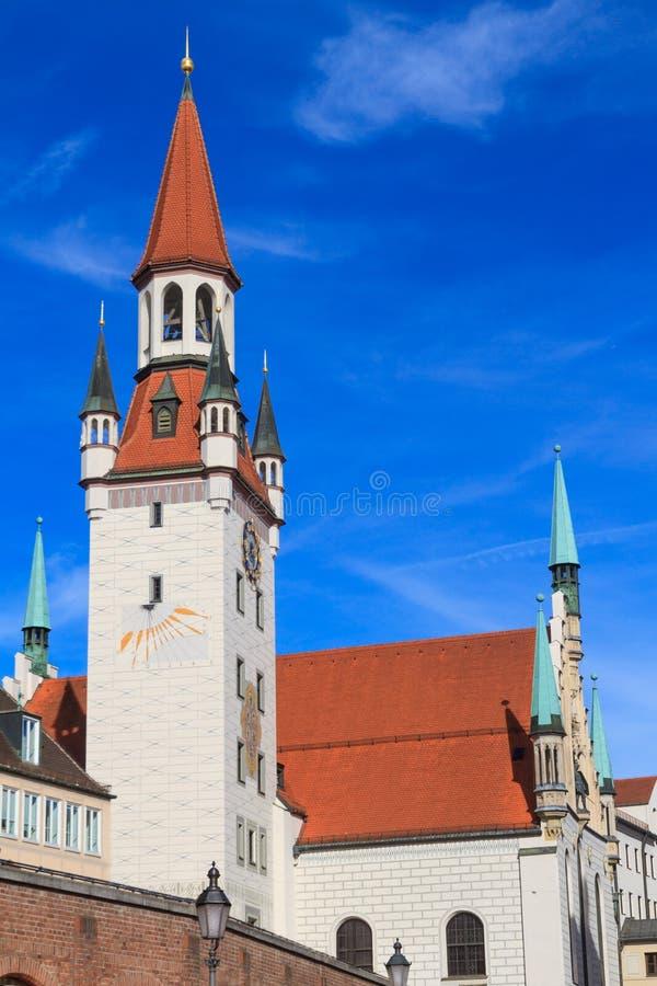 Munich, câmara municipal velha com torre, Baviera fotografia de stock