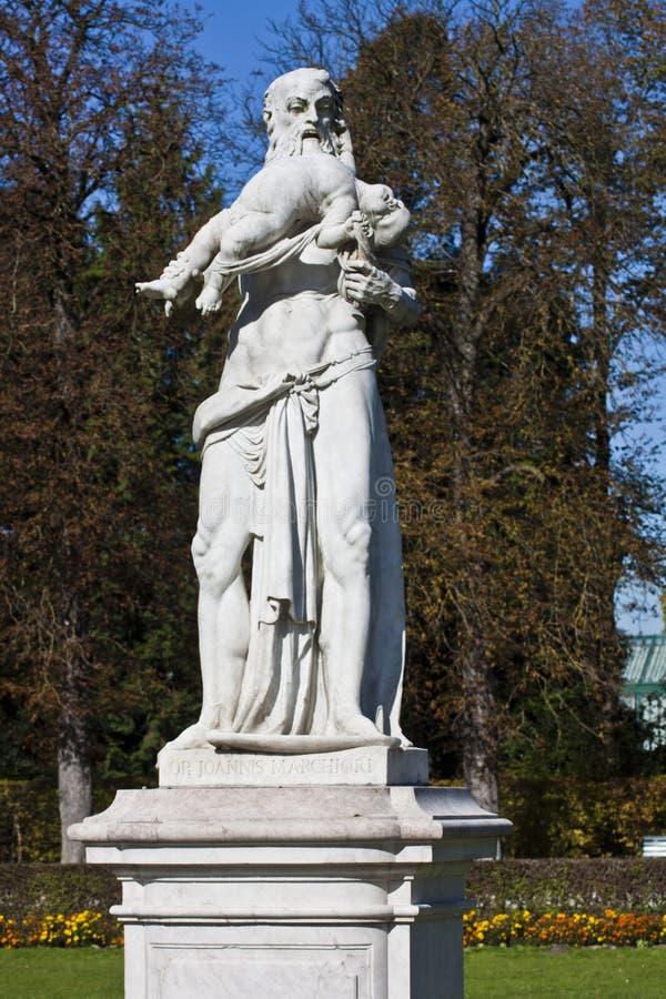 Munich den gudSaturn statyn i Nymphenburg parkerar arkivbild