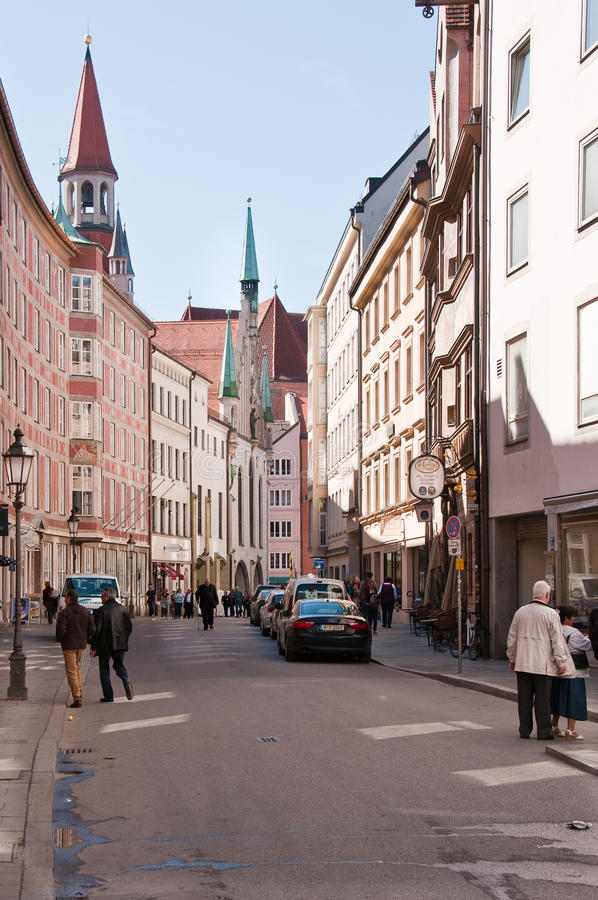Download Munich - Innercity Streetscene Editorial Stock Image - Image of houses, streetlife: 19200309
