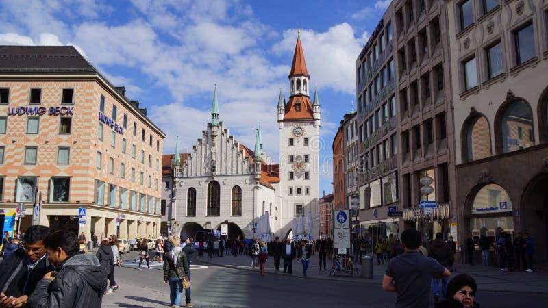 Munich Marienplatz Bayern gammal stadshuswatchtower royaltyfria foton