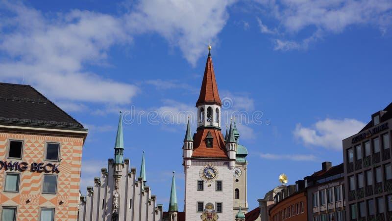 Munich Marienplatz Bayern gammal stadshuswatchtower royaltyfri foto