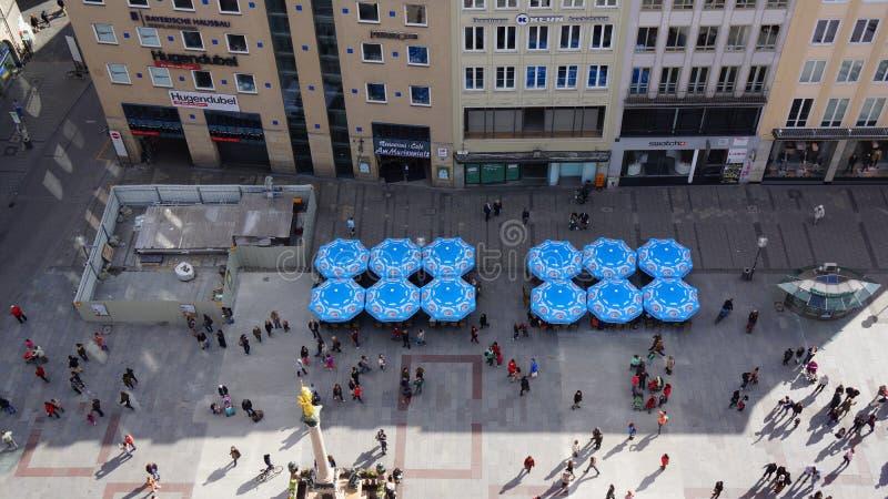 Munich Marienplatz Bayern ny stadshussikt arkivbilder