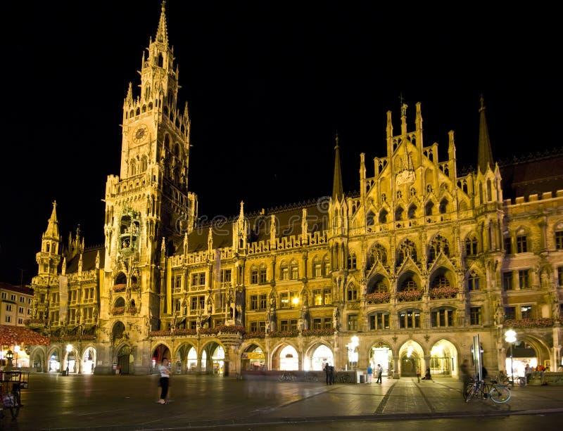Munich Marienplatz na noite. foto de stock royalty free