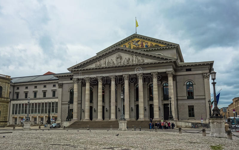 Munich operahus, Tyskland royaltyfria bilder