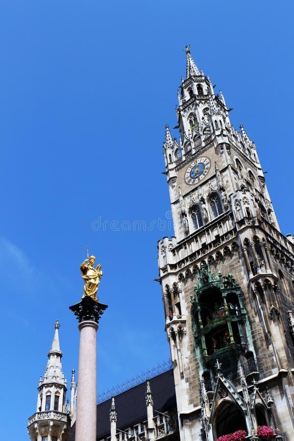 Munich, rathaus de los neues y mariensaule foto de archivo libre de regalías