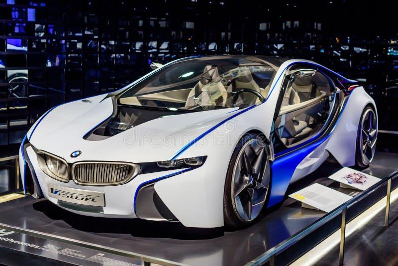 Munich Tyskland, April 19, 2016 - futuristisk BMW bil arkivfoto