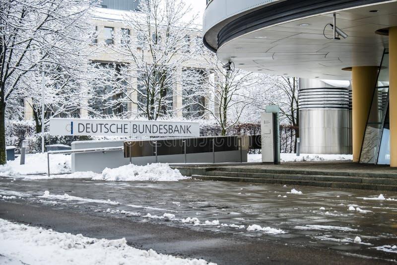 Munich Tyskland - Februari 18 2018: Den tyska Bundesbanken varnar mot följder av svart noll royaltyfri foto