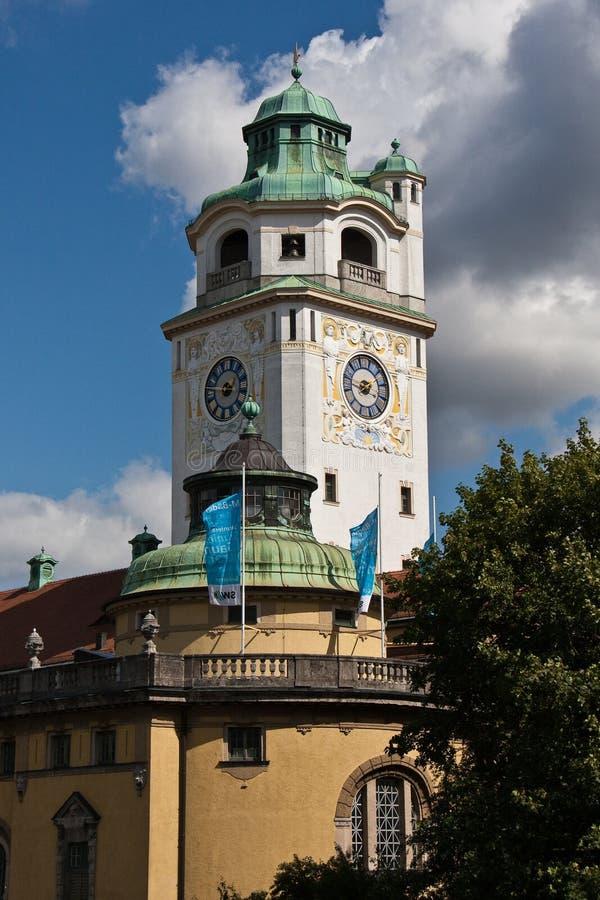 Munich Tyskland: Muelleren ?sche Volksbad lokaliserade p? floden Isar royaltyfri bild