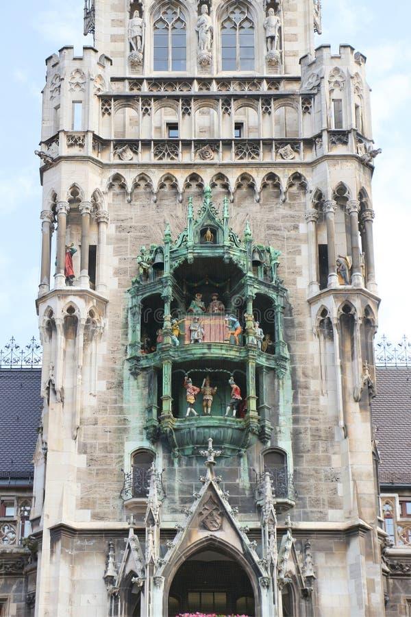 Munich, vista total do glockenspiel fotografia de stock royalty free