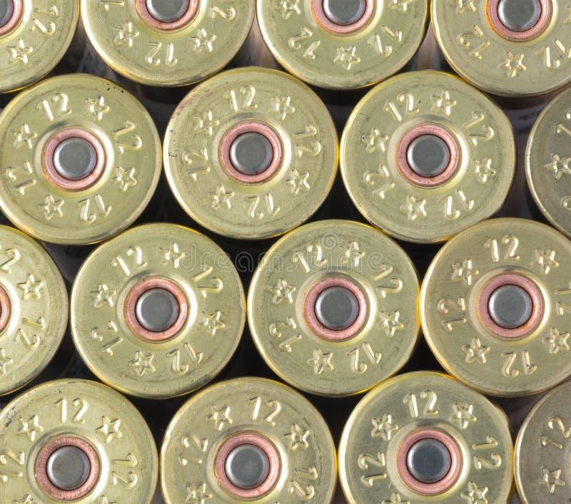 Munición a las ametralladoras y a las pistolas en la jaula fotografía de archivo libre de regalías