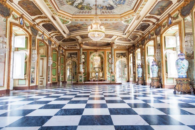 Le Hall des ambassadeurs dans le palais de ressortissant de Queluz images stock