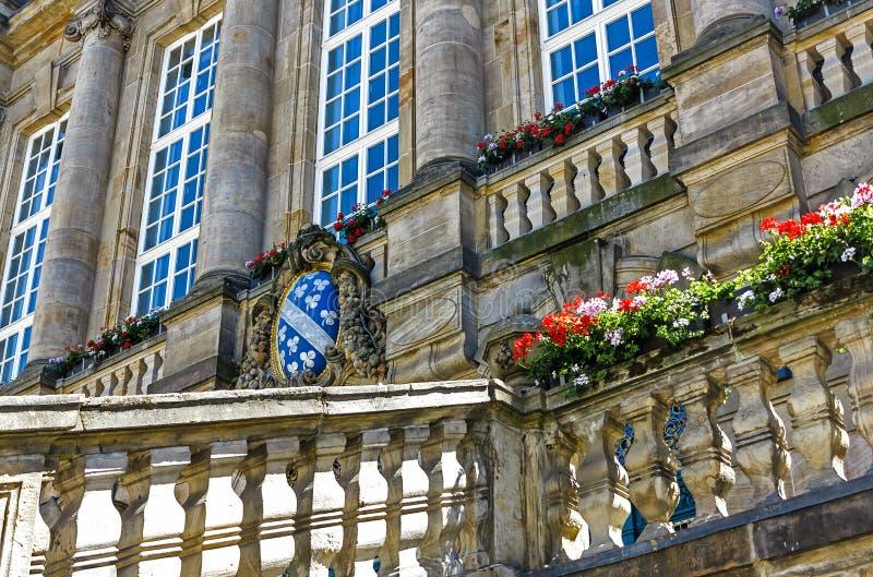 Municipio del ` s di Cassel il grande, fronteggiato da due leoni dorati colpenti, è stato inaugurato nel 1909, con la sezione ant immagini stock