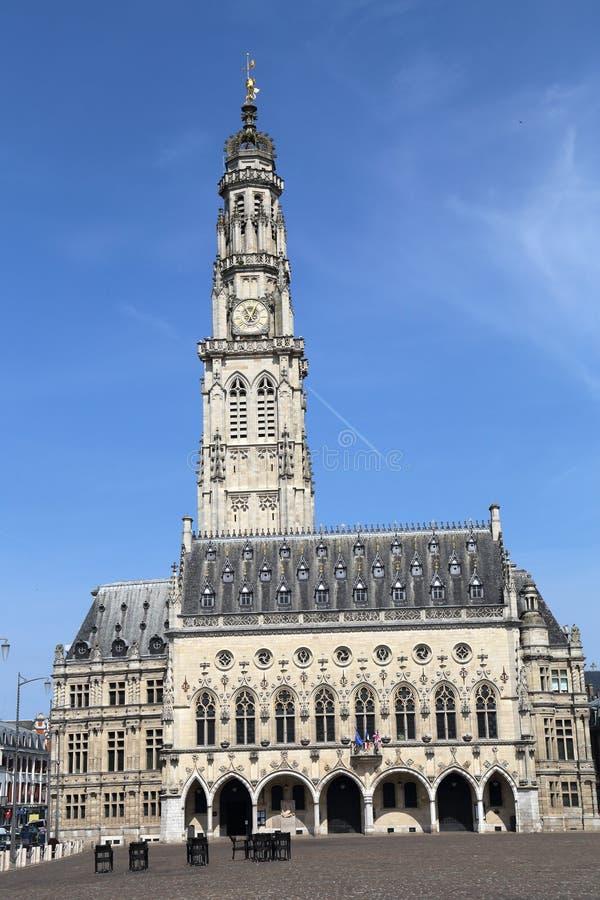Municipio e campanile dell'arazzo, Francia fotografia stock