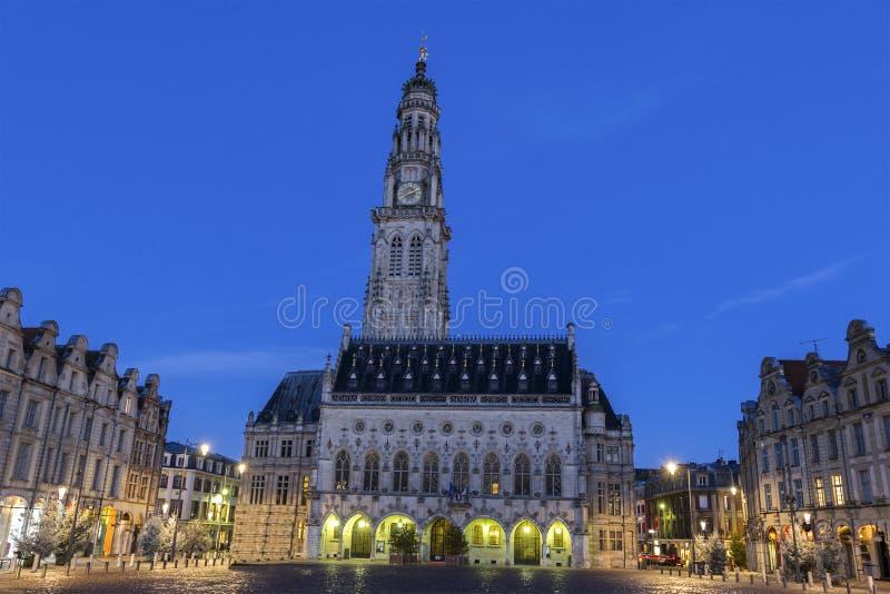 Municipio ed il suo campanile in arazzo in Francia immagini stock libere da diritti