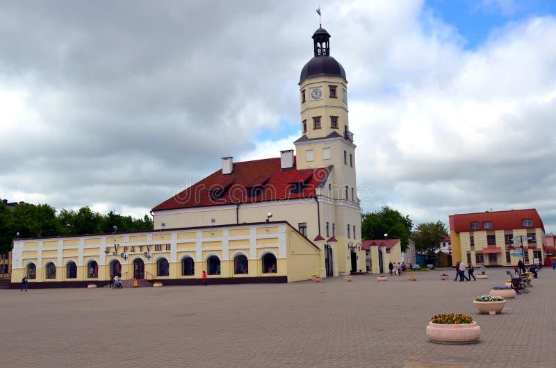 Municipio - un monumento di Nesvizh di architettura della Bielorussia nei sedicesimo-diciottesimi secoli immagini stock libere da diritti