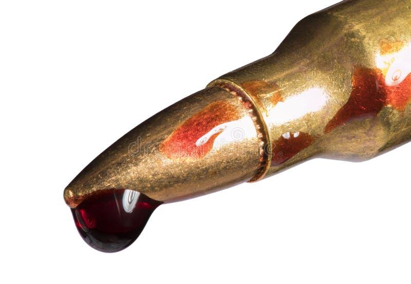 Munitions ensanglantées de fusil d'assaut image stock