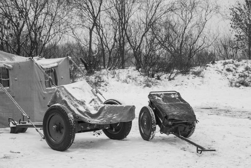 Munizioni militari tedesche Cannone anticarro tedesco che ha infornato A 3 Carretto di Shell And Infantry Cart Or di calibro di 7 fotografie stock