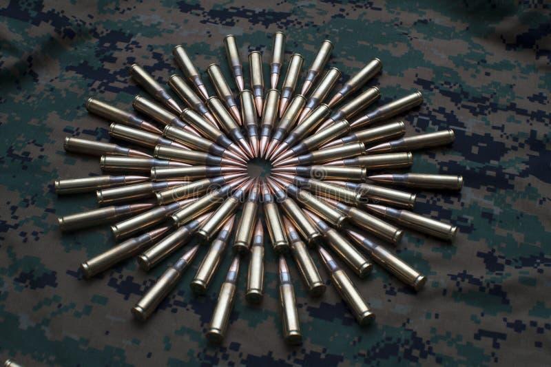 Download Munizioni Sul Fondo Del Cammuffamento Immagine Stock - Immagine di modello, armi: 30828369