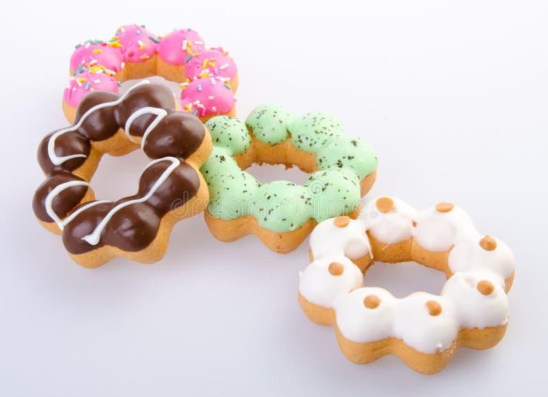 Munk färgrika Donuts på bakgrund arkivbild