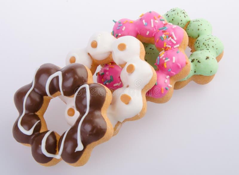 Munk färgrika Donuts på bakgrund royaltyfria foton