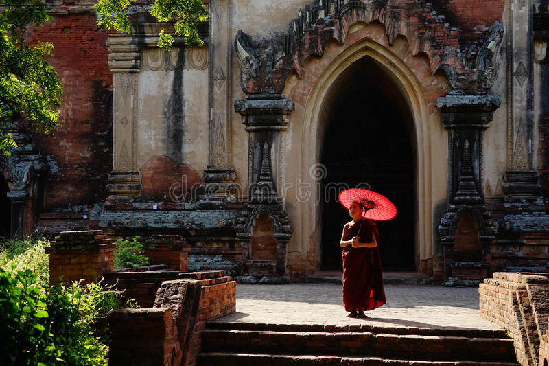 Munk i Bagan, Myanmar royaltyfria bilder