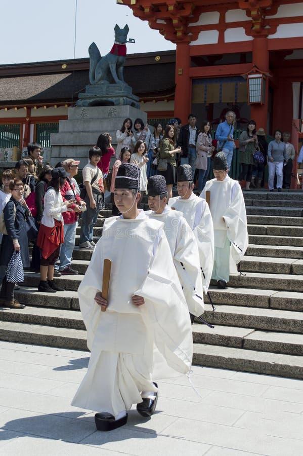 Munk på den Fushimi Inari Taisha relikskrin arkivbild