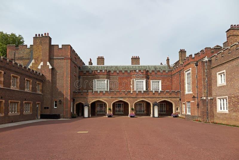 Munkklosterdomstol på St James Palace royaltyfri bild