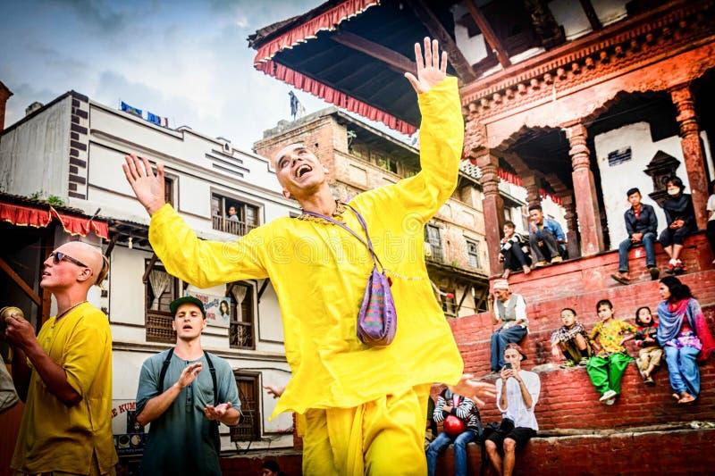 MunkMan dans på den Durbar fyrkanten i Katmandu, Nepal arkivfoton