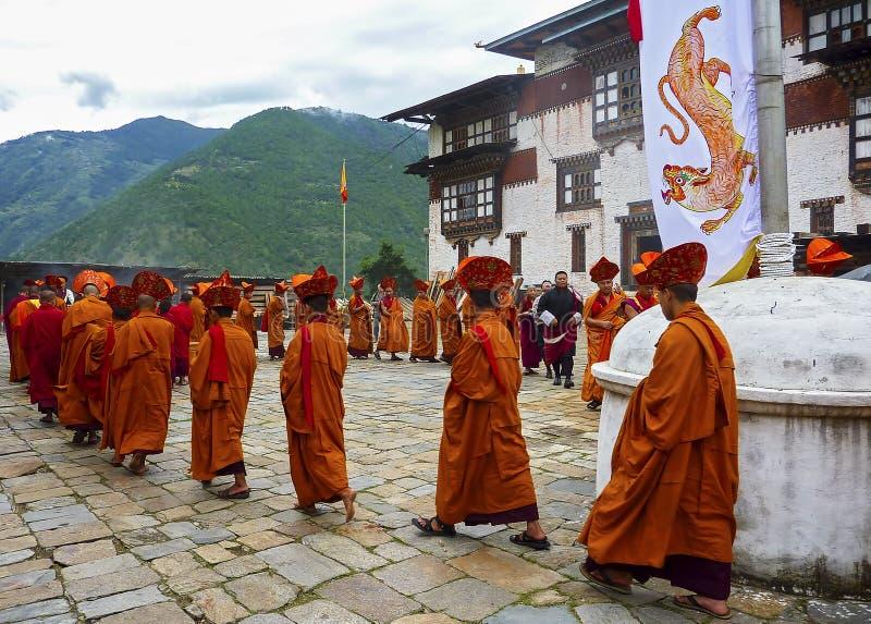 Munkritual i Trashigang dzong - Bhutan fotografering för bildbyråer