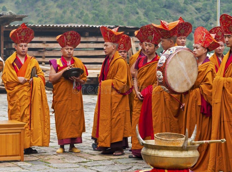 Munkritual i Trashigang dzong - Bhutan arkivfoto