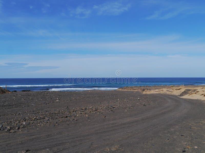 Munnen av den svarta floden på Fuerteventura royaltyfri foto