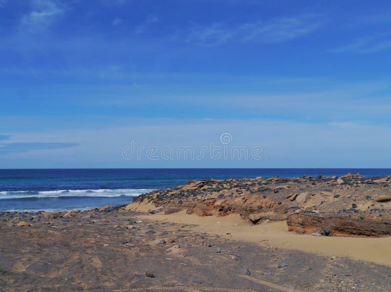 Munnen av den svarta floden på Fuerteventura royaltyfri bild