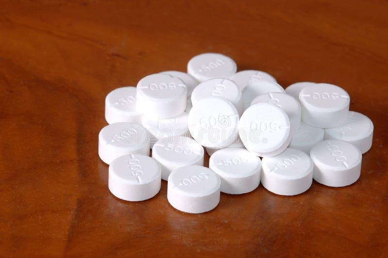 Muntlig medicin, mg för paracetamol 500 , vita preventivpillerar stock illustrationer