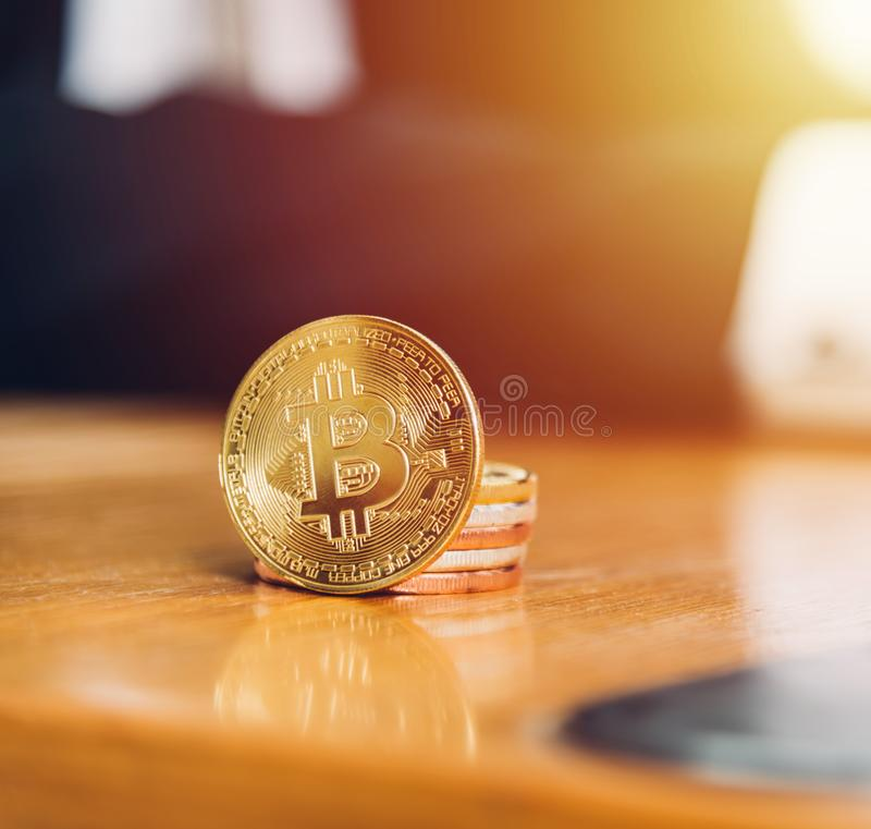 Muntstuk bitcoin bedrijfs elektronische financiën royalty-vrije stock afbeeldingen