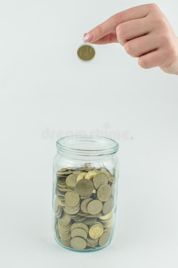 muntstukken op een geïsoleerde achtergrond Besparingsgeld, die voor de totstandbrenging van een droom accumuleren stock afbeeldingen