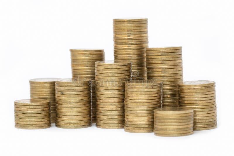 Muntstukken op elkaar in verschillende posities worden gestapeld, Geldbesparing, financieel risicobeheer, handelsinvesteringen, W stock afbeeldingen