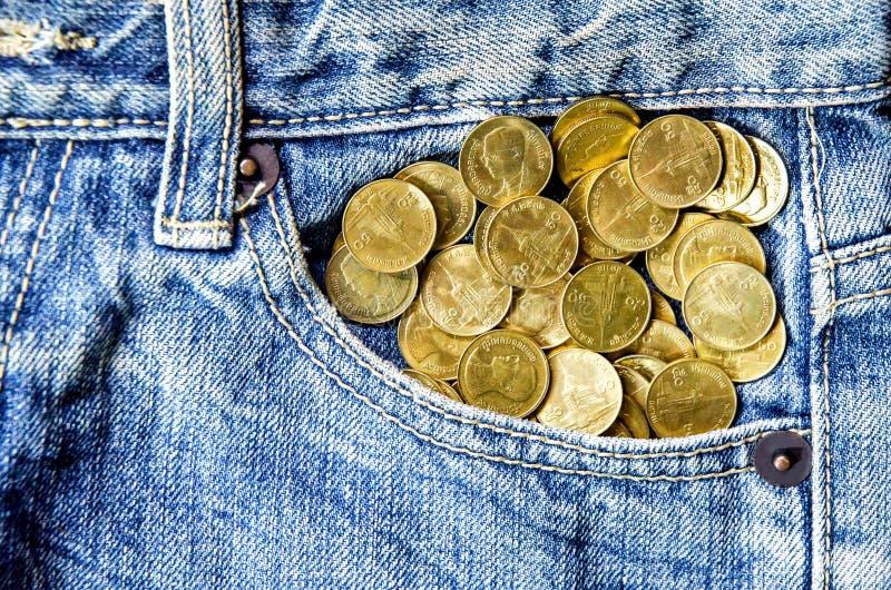 Muntstukstapel en jeansgebrek stock afbeelding