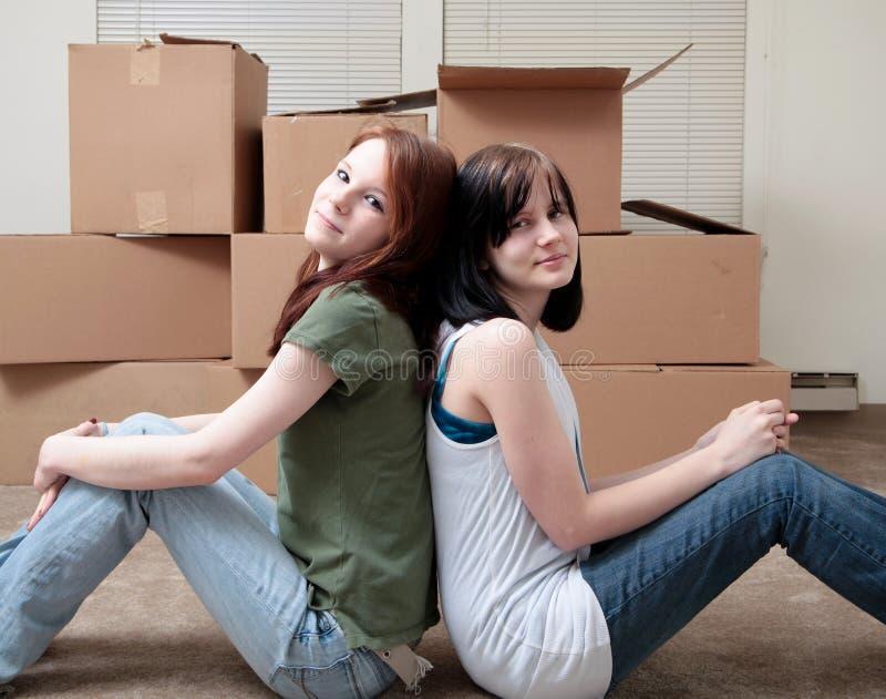 Muoversi delle sorelle fotografia stock