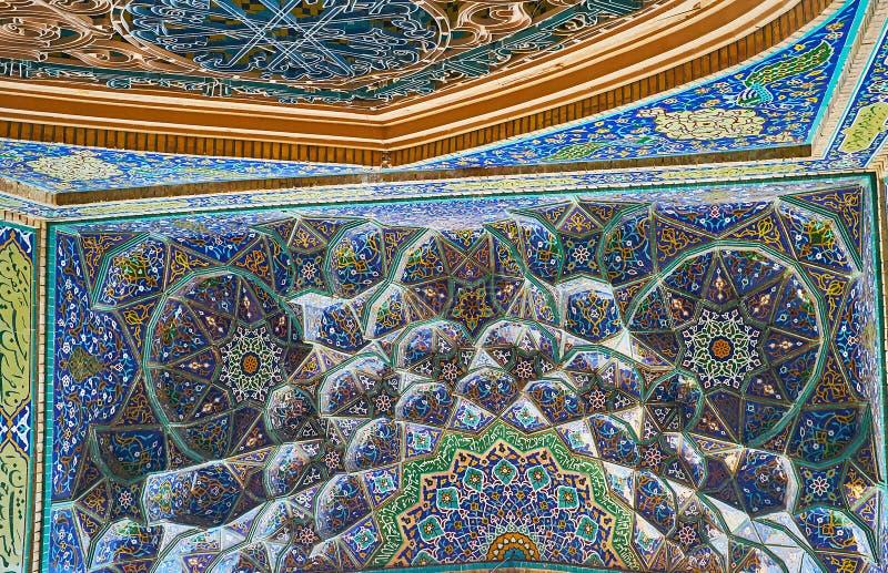 Muqarnas-Dekoration von Hussainiya in Kerman, der Iran lizenzfreie stockfotos