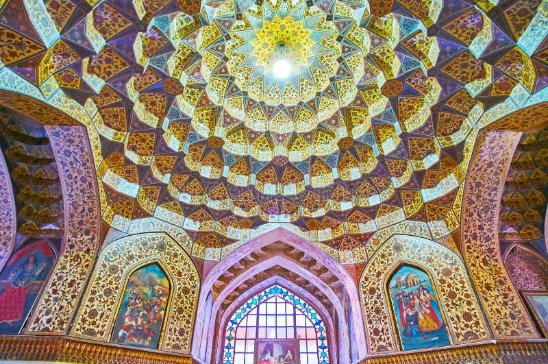 Muqarnaskupolen i medeltalar museum, Shiraz, Iran arkivfoto