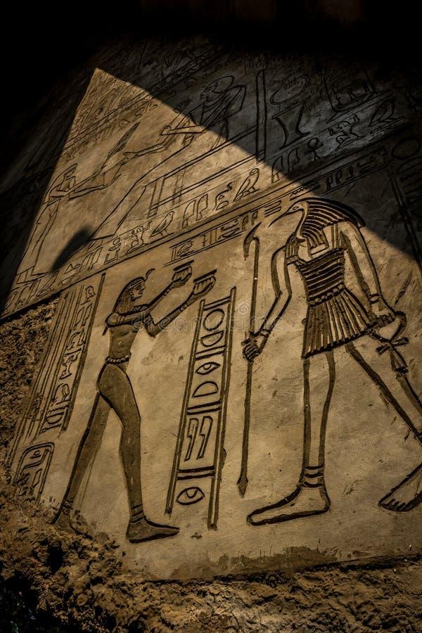 Mur égyptien d'hiéroglyphe images libres de droits