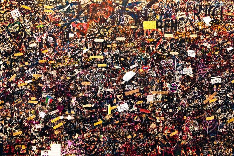 Mur avec des messages d'amour, Juliet& x27 ; Chambre de s, Vérone, Italie photographie stock libre de droits