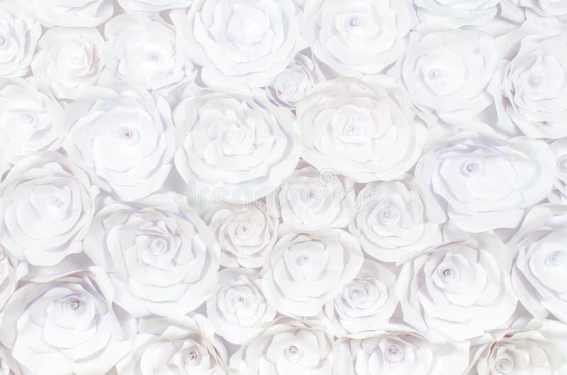Mur avec un fond d'abstraction créative de métier fait main de fleurs de papier image stock