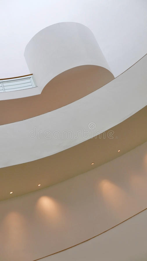 Mur Blanc D\'intérieur, Plafond Du Bâtiment Avec La Lumière De Tache ...