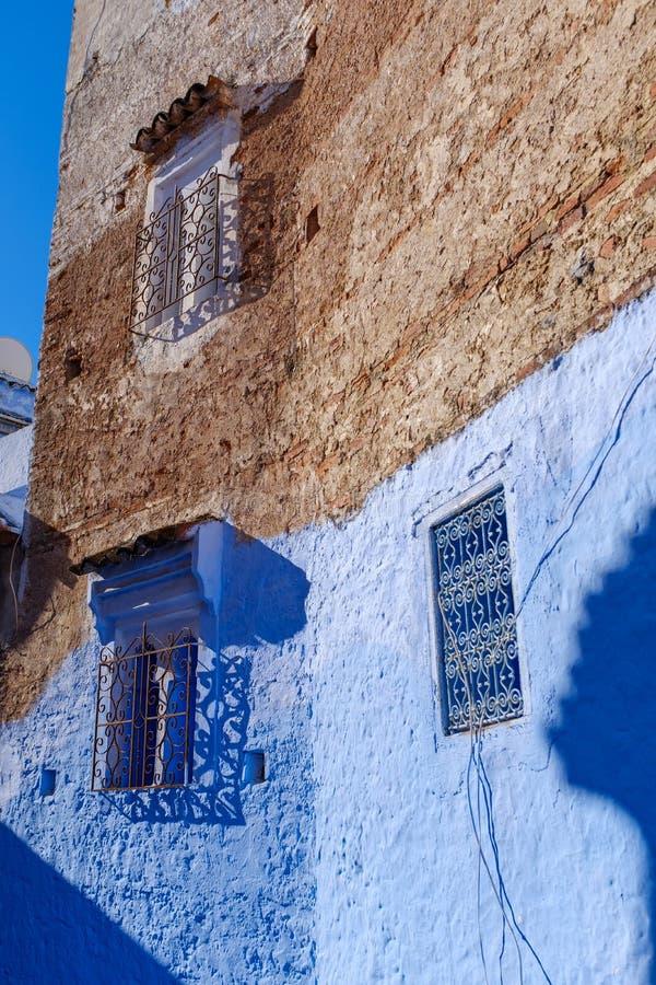 Mur coloré d'une maison dans Chefchaouen photos stock